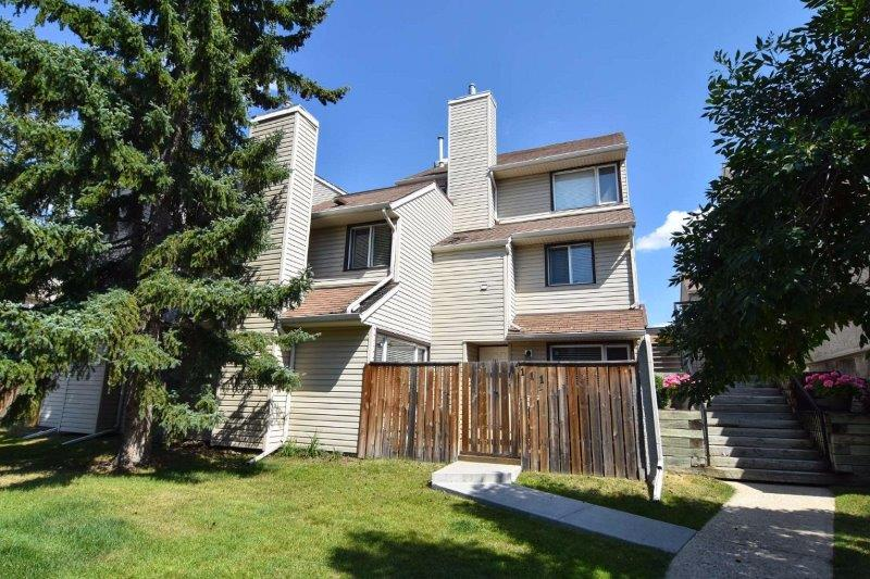 25 Glamis Green SW, Calgary, Alberta T3E-6T9, 3 Bedrooms Bedrooms, ,1 BathroomBathrooms,Townhouse,For Rent,Glamis Green,Glamis Green SW,111,1062
