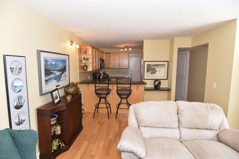 25 Glamis Green SW, Calgary, Alberta T3E-6T9, 3 Bedrooms Bedrooms, ,1 BathroomBathrooms,Townhouse,For Rent,Glamis Green,Glamis Green SW,111,1062