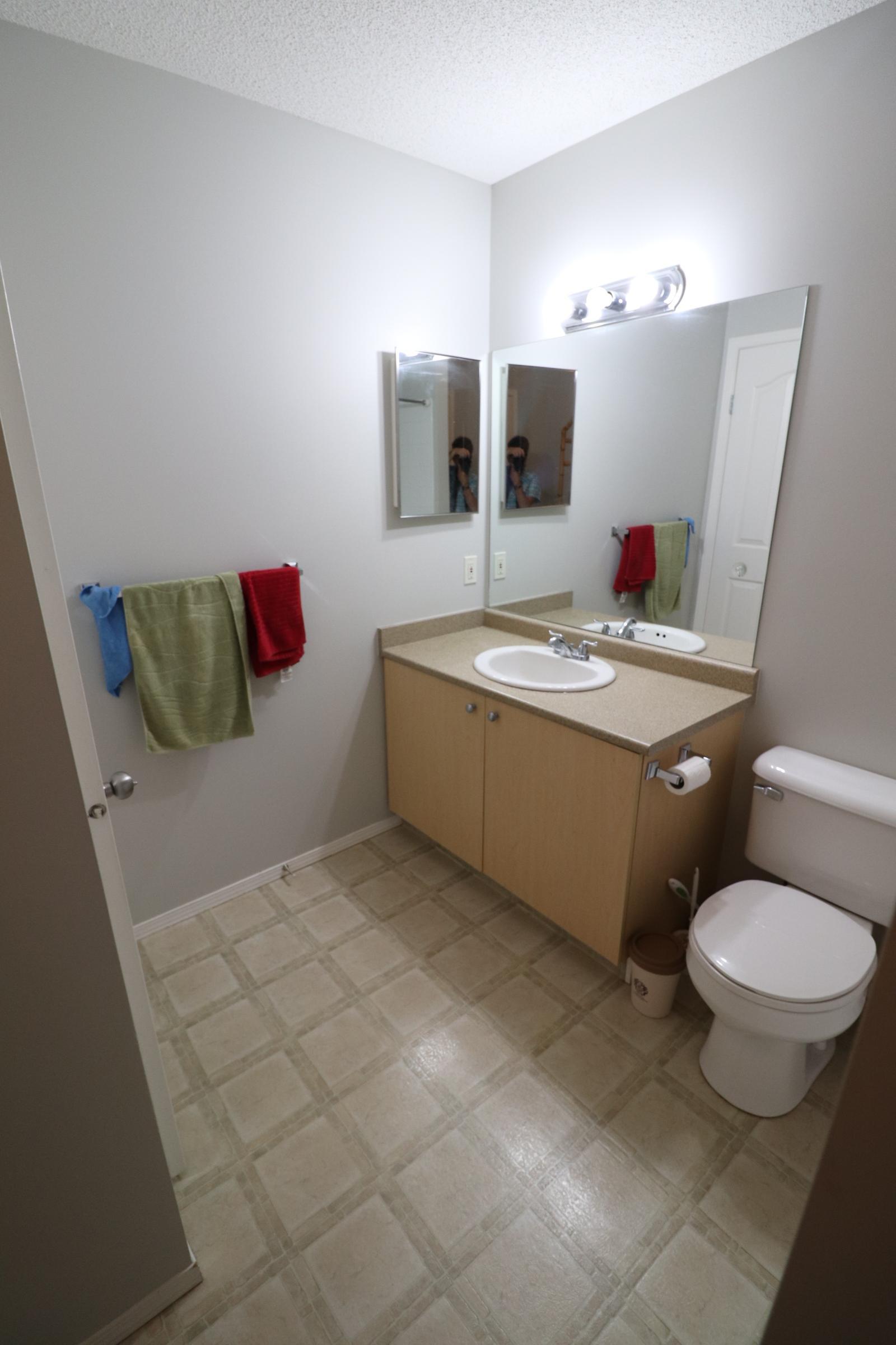 107 Citadel Meadow Garden SW, Calgary, Alberta T3G5N3, 4 Bedrooms Bedrooms, ,2 BathroomsBathrooms,Townhouse,For Rent,Citadel Meadow Garden,1092